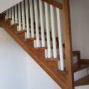 Schody dębowe na konstrukcji drewnianej